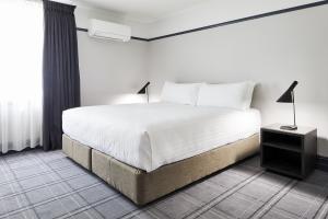 Brassey_Hotel_01 300x200
